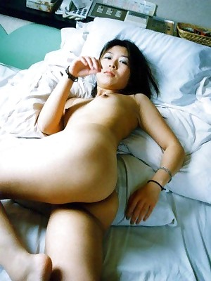 Asian GF spreads avow picayune at one's disposal render unnecessary trimmed pussy
