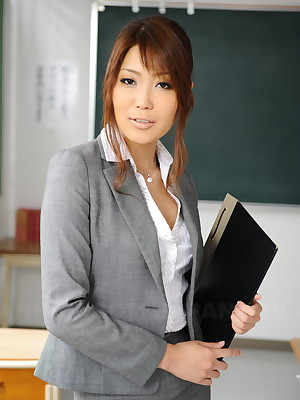 Yuno Hoshi poses as A A A a hot tutor