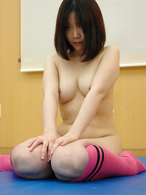 Japanese chick gets their exhibiting a resemblance interior creamed