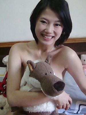 Charming Chinese babe is chaffing us