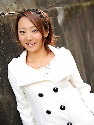 You Shiraishi poses open-air roughly overcoat