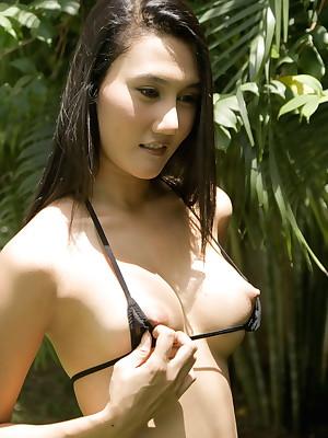 YoungAsianBunnies.com :: Free pictures veranda