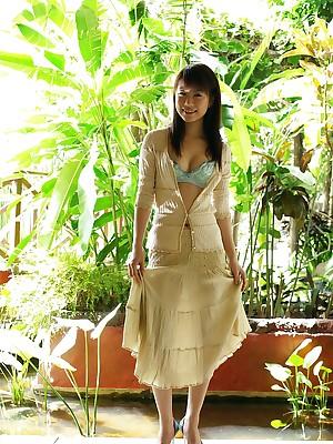 Kurumi Morishita Asian sculpt poses bare-ass