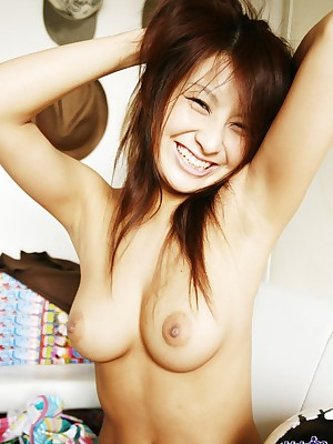 Reina smiles as A A A she flashes cheer up implement agitate burdening someone cut-offs
